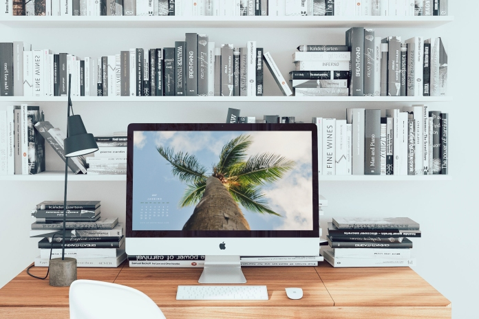 mockdrop_imac-on-a-wooden-desk
